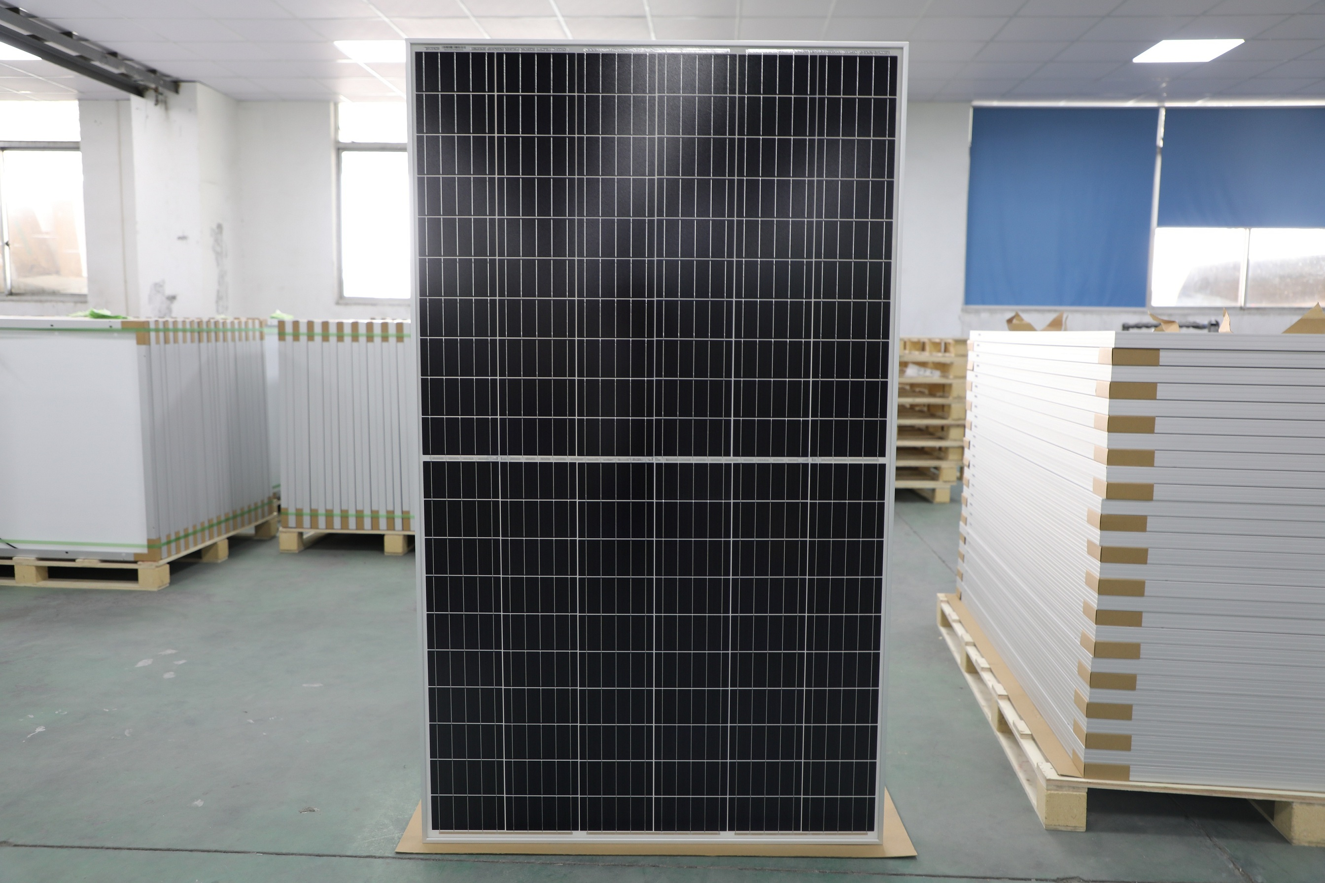 Maysun Solar New Model Half-Cell Solar Panel 120pcs Series Ready for Delivery